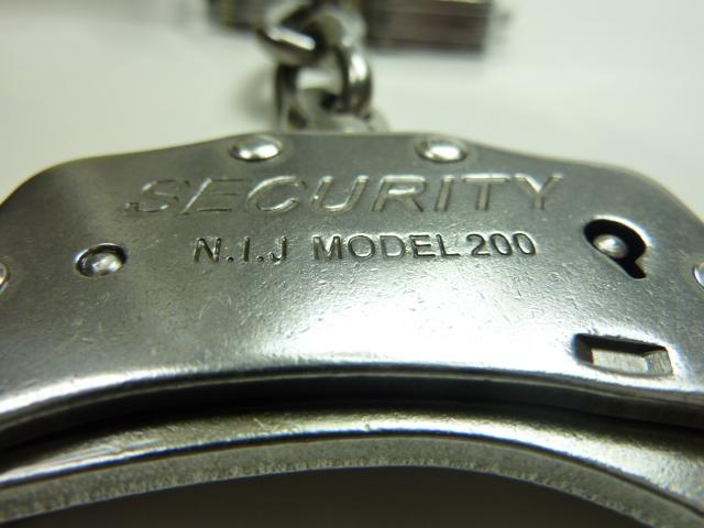 手錠の刻印